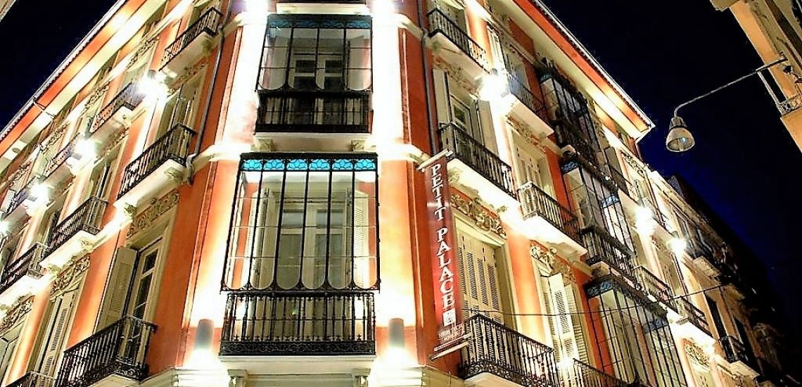 Petit Palace Plaza facade by night