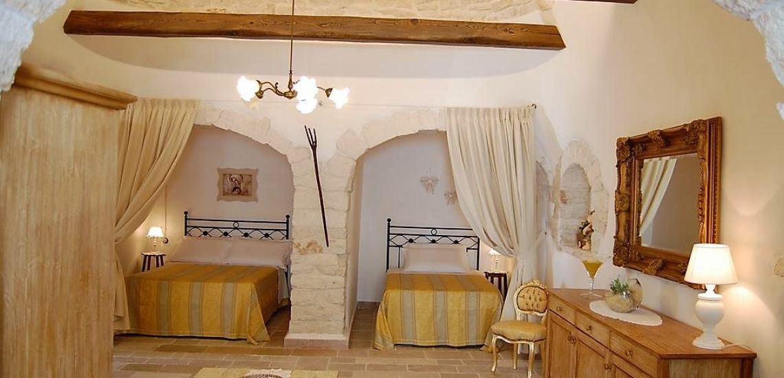 Trulli Holiday Resort slaapkamer met 2 bedden in trulli