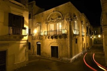 Palazzo Guido pand by night