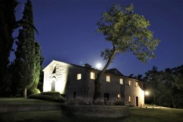 Urbino Resort pand by night