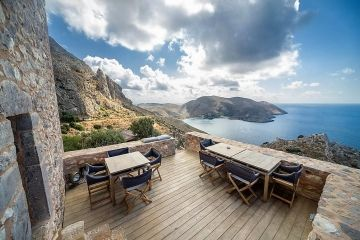 Tainaron Blue Retreat terras met views